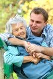 Hogere vrouw en kleinzoon stock afbeeldingen