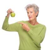 Hogere vrouw met appel Royalty-vrije Stock Foto
