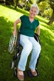 Hogere vrouw met rolstoel Royalty-vrije Stock Foto