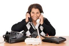 Hogere vrouw met telefoons stock afbeeldingen