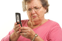 Hogere Vrouw Texting op de Telefoon van de Cel stock foto