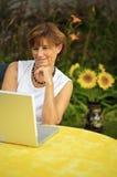 Hogere vrouwen met laptop Royalty-vrije Stock Foto