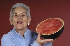 Hogere vrouwenwatermeloen Royalty-vrije Stock Foto