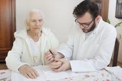 Hogere zorg en verzorging Kosmetische behandeling Hygiëne en zorg royalty-vrije stock foto