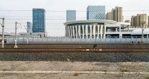 Hogesnelheidstrein die Jinan-Station, China verlaten stock foto
