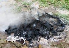 Hoguera que fuma Extinguished Imágenes de archivo libres de regalías
