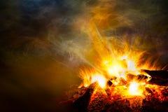 Hoguera y humo de cogida Fotos de archivo