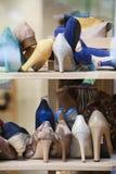Hohe Absätze im Schuhgeschäft Lizenzfreies Stockfoto
