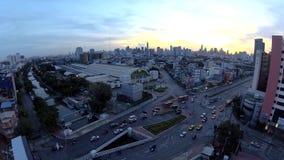 Hohe Ansicht der Zeitspanne der Stadt mit Verkehrsauto in der Sonnenaufgangzeit stock video footage