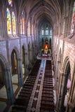 Hohe Ansicht des Innenraums der Basilika von Quito Stockfotografie