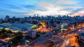 Hohe Ansicht Timelapse der Stadt mit Verkehrsauto in der Sonnenaufgangzeit stock video footage