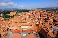 Hohe Ansicht von Siena lizenzfreie stockfotos