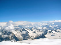 Hohe Berge im Winter Stockbilder