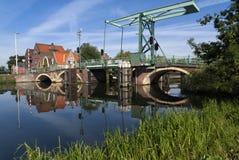Hohe Brücke in Overschie Stockbild