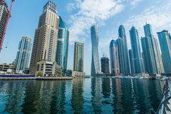 Hohe Dubai-Jachthafenwolkenkratzer Stockfotos