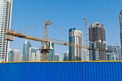 Hohe Erhöhung, die im Bau errichtet Lizenzfreies Stockbild