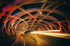 Hohe Farblanges Belichtungsbild der Brücke stockfotografie