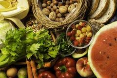 Hohe Faser-Nahrungsmittel auf einem hölzernen Hintergrund Flaches Lage Lebensmittel am höchsten in der Faser Essen der gesunden D lizenzfreies stockbild