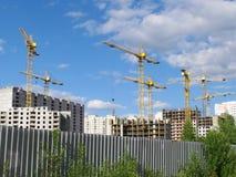 Hohe Gebäude im Bau laufend. Lizenzfreies Stockbild