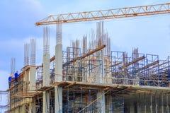 Hohe große Baustelle entwickeln herein Stadt- und Kranfunktion mit Kopienraum addieren Sie Text Stockbild
