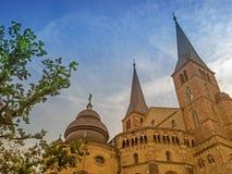 Hohe Kathedrale von St Peter im Trier Stockfotos