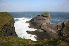 Hohe Klippen in Irland. Stockfoto