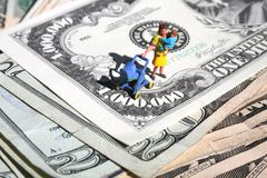 Hohe Kosten des Anhebens der Kinder Lizenzfreies Stockbild