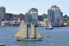 Hohe Lieferungen im Halifax-Hafen Stockfotografie