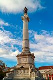 Hohe Marmorsäule in Rossio-Quadrat von Lissabon, Portugal Lizenzfreies Stockfoto