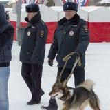 Hohe Polizeibeamten patrouillieren stockbilder