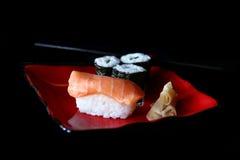 Hohe Schärfentiefe Bild der Sushi Stockbilder