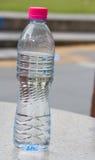 Hohe Schale und Flasche Lizenzfreie Stockfotografie