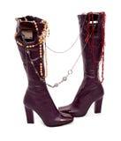 Hohe Schuhe mit Schmucksachen Stockbilder