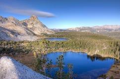 Hohe Sierra Seen und Spitzen Stockfotografie