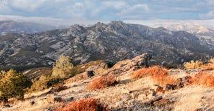 Hohe Spitzen von Nord-Chalone-Spitze stockfotos
