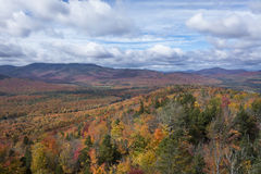 Hohe Spitzen-Wildnis, Adirondack-Park im Herbst Stockfoto