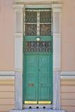 Hohe Tür des eleganten Hauses, Athen Griechenland Lizenzfreie Stockfotos