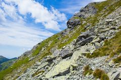 Hohe Tatras-Berge, Slowakei im Sommer mit Wolken stockfotografie