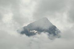 Hohe Tatras-Spitze im Nebel Lizenzfreies Stockfoto