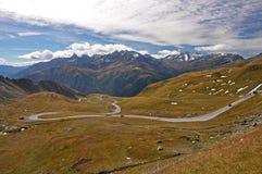 Hohe Tauern med Grossglockneren Alpenstrasse, Österrike Arkivfoton