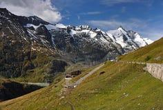 Hohe Tauern med Hochalpenstrasse Royaltyfri Bild