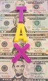 Hohe und steigende Steuern. Stockbild