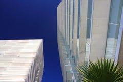 Hohe weiße Gebäude Stockfotografie