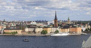 Hohe Winkelsicht über Riddarholmen-Insel in Stockholm stock video footage