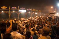 Hohe Winkelsicht der Nacht Puja Lizenzfreie Stockfotos
