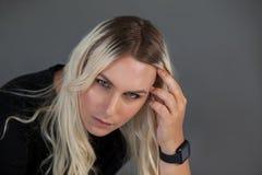 Hohe Winkelsicht der schönen Transgenderfrau Lizenzfreie Stockbilder
