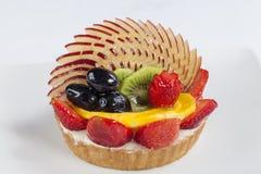 Hohe Winkelsicht des Fruchttörtchens in einer Platte Lizenzfreie Stockbilder