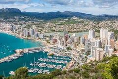 Hohe Winkelsicht des Jachthafens in Calpe, Alicante, Spanien stockfoto