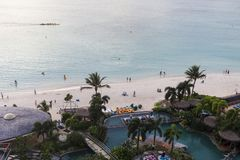 Hohe Winkelsicht des tumon Buchtstrandes, Guam lizenzfreies stockfoto
