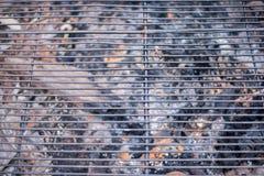 Hohe Winkelsicht eines Grillgrillgitters Stockfotografie